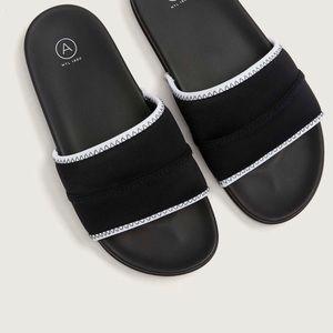 🆕 Black Pool Slide Sandal 9W Addition Elle